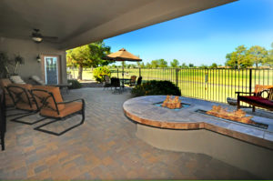 Oakwood Country Club home fire pit - sell your sun lakes property