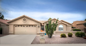 Beautiful curb appeal at 10605 E Halley Dr Ironwood in Sun Lakes.