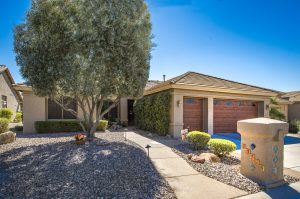 Don't miss this home in Sun Lakes Oakwood!