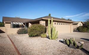 25438 S Pinewood Dr Sun Lakes AZ is ready for new owners.